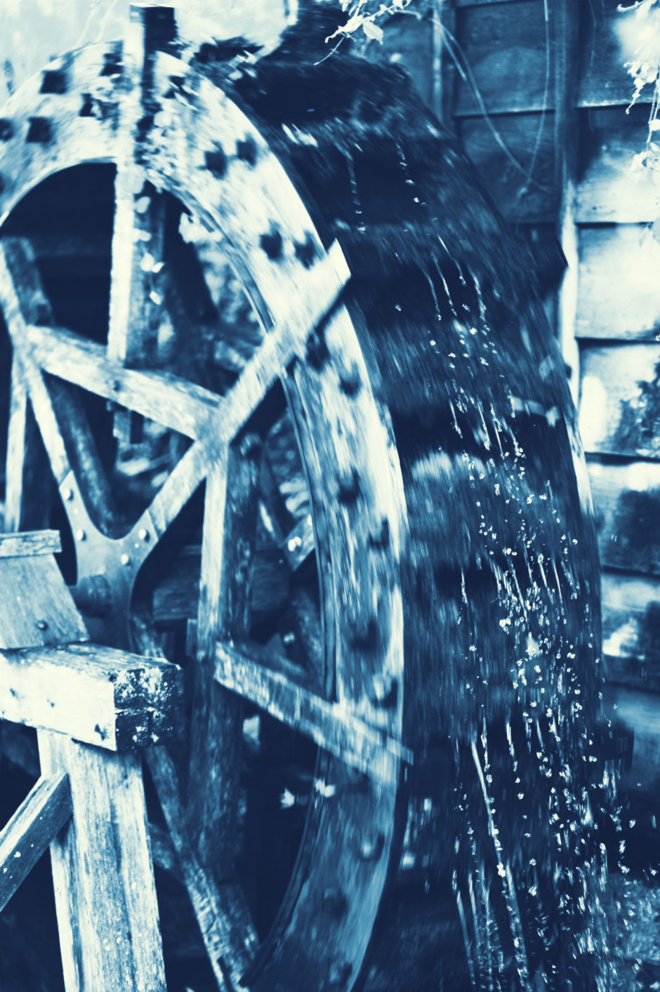 Photo of old waterwheel turning in Shirakawago, Japan